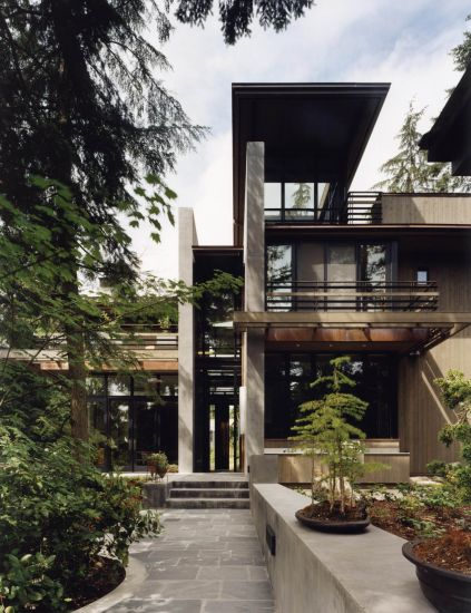 <strong>Bird Watchers&rsquo; House</strong><br />