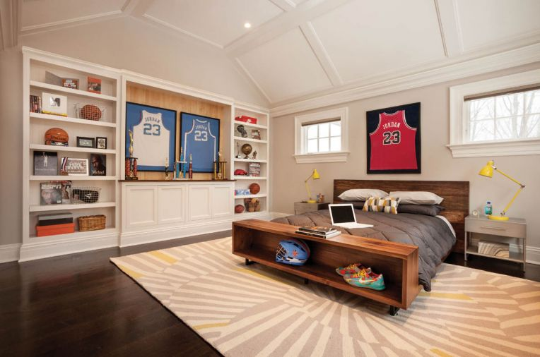 In the son's room, a low-slung, roughhewn bed crowned with basketball memorabilia echoes a wall of built-in shelves.