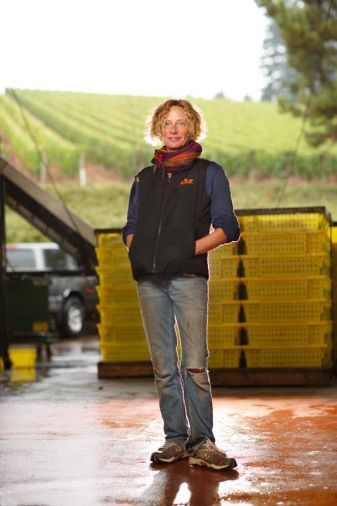 Isabelle Dutartre is a Burgundian who has found her winemaking home in the Dundee Hills. Since its establishment in 1999, Isabelle has made the head-turning pinot noir wines of De Ponte Cellars. Not only is she able to draw on pinot noir from one of the oldest estate vineyards in the region, but she also makes delightful estate white wines from the rare melon de Bourgogne grape, famous as the grape for Muscadet wines. Though not as flashy as some of their neighbors, De Ponte Cellars is a favorite of the local wine cognoscenti.