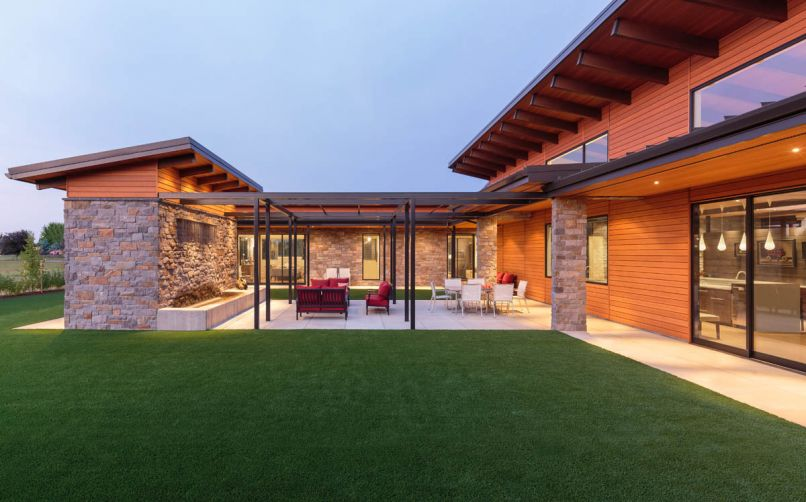 Reverse pitched roofs found above the main entry and the U shaped courtyard's storage building echo Eichler designs.