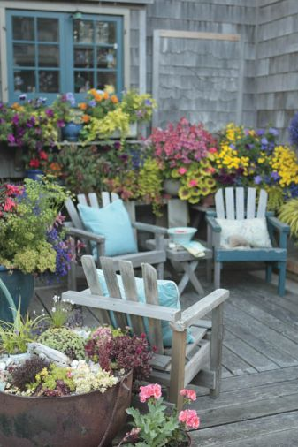 Love gardening and cottage architecture? Plan on attending the annual Cannon Beach Cottage & Garden Tour for a weekend of music, gardens and home tours. The event takes place one weekend in September, usually chosen based on the hope for better weather, but it always occurs rain or shine.