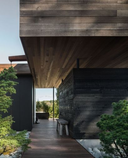 The home is structured around an internal courtyard that makes spending time in the outdoors easy. Rock gardens planted with evergreens and grasses evoke alpine terrain, while mellow cedar siding provides a soothing backdrop. © Andrew Pogue
